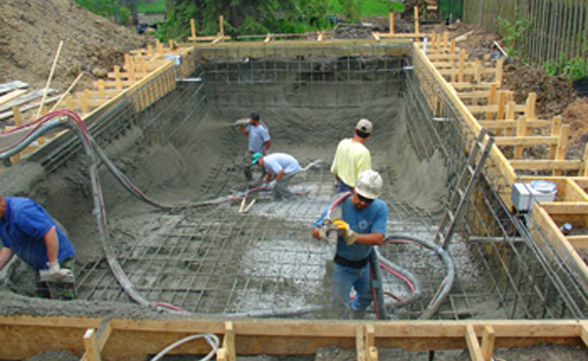 Crescent dc new pool design construction in northern for Concrete swimming pool construction